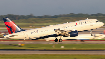 A picture of N320US - Airbus A320211 - Delta Air Lines - © Kass Betas