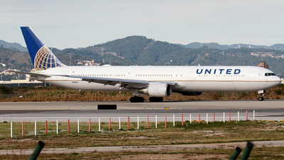 A picture of N68061 - Boeing 767424(ER) - United Airlines - © Cesar Prieto