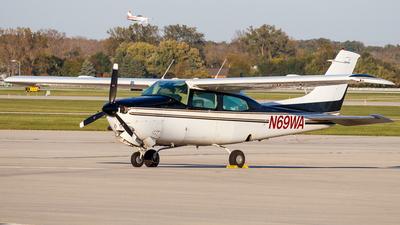 A picture of N69WA - Cessna T210N Turbo Centurion - [21064707] - © Martin Pinnau