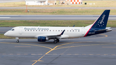 A picture of N401YX - Embraer E175LR - American Airlines - © Bora Polater
