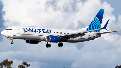 A picture of N27213 - Boeing 737824 - United Airlines - © Ricky Teteris
