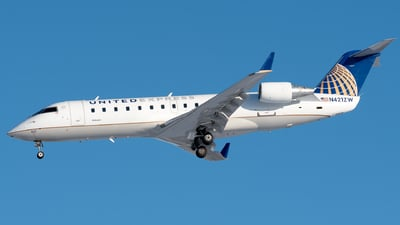 A picture of N421ZW - Mitsubishi CRJ200LR - United Airlines - © Ben Suskind