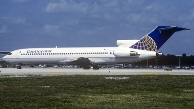 N15774 - Boeing 727-227(Adv) - Continental Airlines