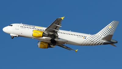 EC-LVC - Airbus A320-214 - Vueling Airlines