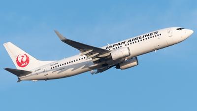 A picture of JA335J - Boeing 737846 - Japan Airlines - © Yoshio Yamagishi