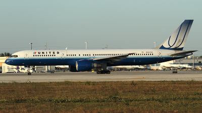 N567UA - Boeing 757-222 - United Airlines
