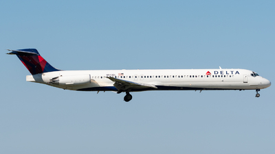 A picture of N943DL - McDonnell Douglas MD88 - [49816] - © bill wang