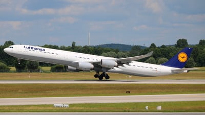 D-AIHX - Airbus A340-642X - Lufthansa