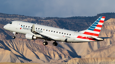 A picture of N208AN - Embraer E175LR - American Airlines - © Alex Crail