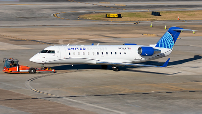 A picture of N471CA - Mitsubishi CRJ200LR - United Airlines - © Roger M