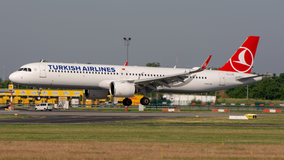 A picture of TCLTE - Airbus A321271NX - Turkish Airlines - © srmark
