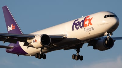 A picture of N160FE - Boeing 7673S2F(ER) - FedEx - © Luke Ayers