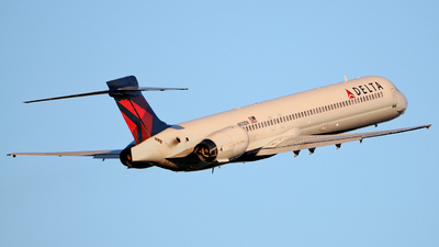 N933DN - McDonnell Douglas MD-90-30 - Delta Air Lines