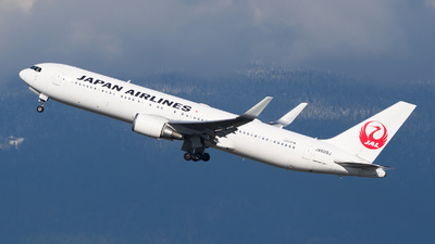 A picture of JA606J - Boeing 767346(ER) - Japan Airlines - © Dana Low