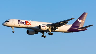 A picture of N998FD - Boeing 757230(SF) - FedEx - © Kevin Cargo