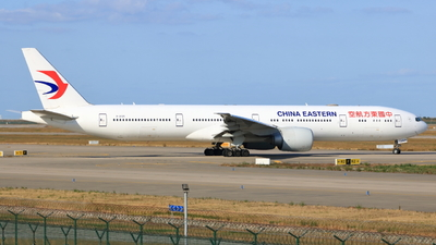 A picture of B2025 - Boeing 77739P(ER) - China Eastern Airlines - © TREKER-Anakin_Z