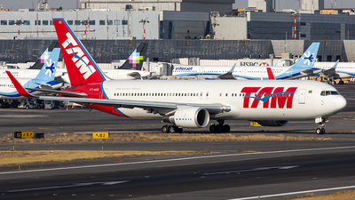 A picture of PTMOE - Boeing 767316(ER) - LATAM Airlines - © Edmundo Iturralde