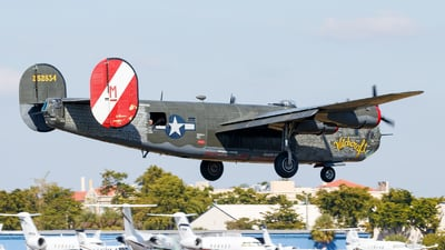 N224J - Consolidated B-24J Liberator - Private
