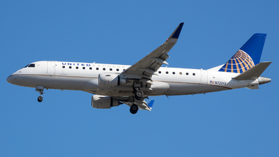 A picture of N721YX - Embraer E175LR - United Airlines - © Stephen J Stein