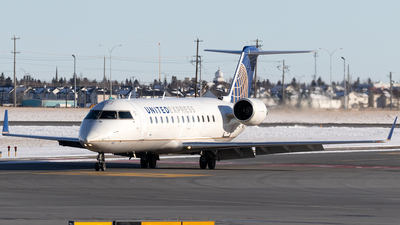 A picture of N912SW - Bombardier CRJ200ER - United Airlines - © Mike MacKinnon