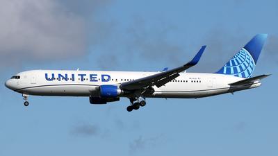 N676UA - Boeing 767-322(ER) - United Airlines