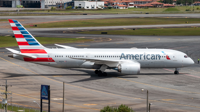 A picture of N819AN - Boeing 7878 Dreamliner - American Airlines - © Sergio Guevara