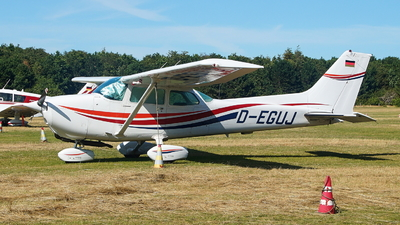 A picture of DEGUJ - Cessna 172N Skyhawk II - [17271599] - © JakkoFly