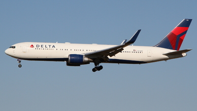 A picture of N172DZ - Boeing 767332(ER) - Delta Air Lines - © O Daichi