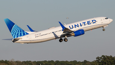 N77295 - Boeing 737-824 - United Airlines