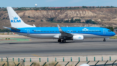 A picture of PHBXG - Boeing 7378K2 - KLM - © Mateo León