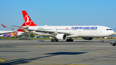 A picture of TCLND - Airbus A330303 - Turkish Airlines - © Rares Mandu