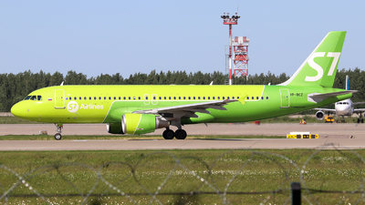 A picture of VPBCZ - Airbus A320214 - S7 Airlines - © Vitaly Revyakin