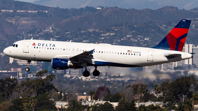 A picture of N319US - Airbus A320211 - Delta Air Lines - © Brandon Giacomin