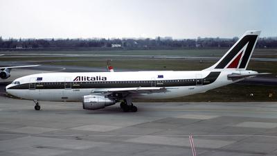 I-BUSP - Airbus A300B4-103 - Alitalia