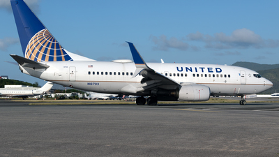 N16703 - Boeing 737-724 - United Airlines