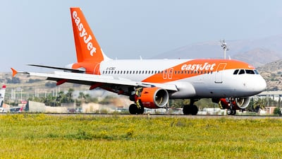A picture of GEZBZ - Airbus A319111 - easyJet - © Marcos Oliveira