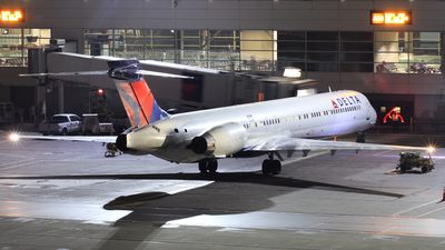 N942DN - McDonnell Douglas MD-90-30 - Delta Air Lines