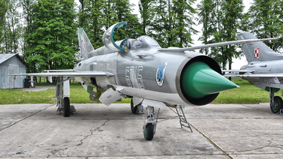 6715 - Mikoyan-Gurevich MiG-21MF Fishbed J - Poland - Air Force