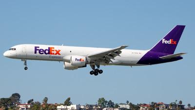 A picture of N775FD - Boeing 757222(SF) - FedEx - © Gabriel Davenport