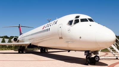 N675MC - McDonnell Douglas DC-9-51 - Delta Air Lines