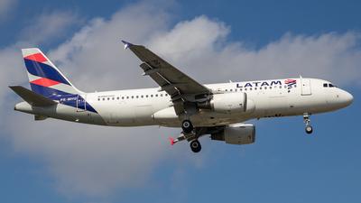 A picture of PRMHQ - Airbus A320214 - LATAM Airlines - © fachetti_spotter