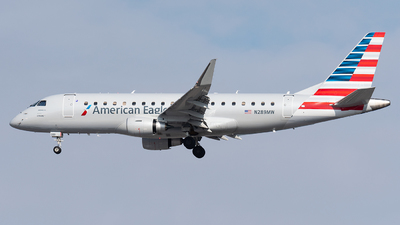 A picture of N289MW - Embraer E175LR - American Airlines - © bill wang