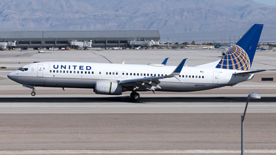 A picture of N87527 - Boeing 737824 - United Airlines - © Yixin Chen