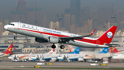 A picture of B8960 - Airbus A321211 - Sichuan Airlines - © yiran