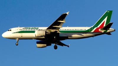 EI-IKU - Airbus A320-214 - Alitalia