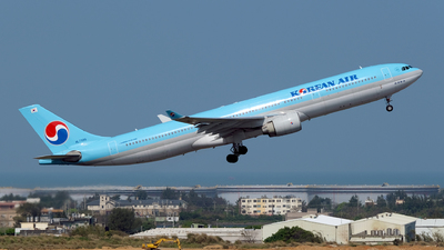 A picture of HL7586 - Airbus A330323 - Korean Air - © HHD0221
