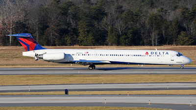 N985DL - McDonnell Douglas MD-88 - Delta Air Lines