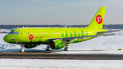 A picture of VPBHJ - Airbus A319114 - S7 Airlines - © Alexander Lebedev