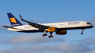 TF-ISZ - Boeing 757-223 - Icelandair