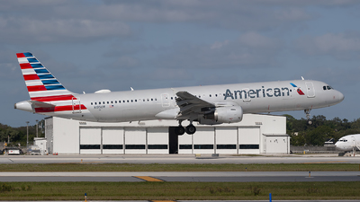 A picture of N195UW - Airbus A321211 - American Airlines - © Mark Lawrence